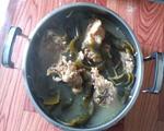 海带结排骨汤
