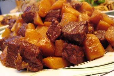 炖土豆配牛腩的做法教你如何做好解释家常菜的做法