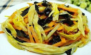 胡萝卜木耳炒黄花菜