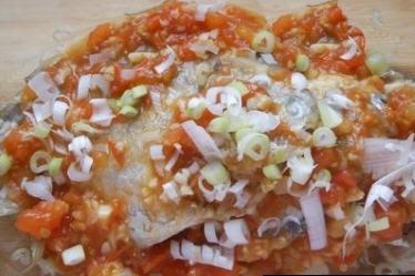 蒜香茄汁煎平鱼的做法_蒜香茄汁煎平鱼做文蛤干的做法图片