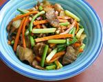 胡萝卜蒜苔炒肉片