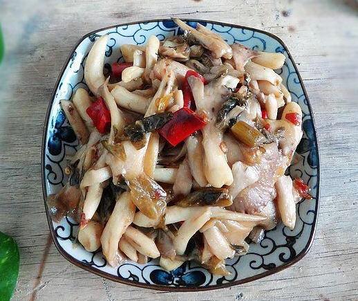 酸腌菜炒喇叭菌的米饭_酸腌菜炒做法菌做蒸喇叭厨具图片