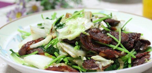 腊肠炒白菜帮的做法_腊肠炒白菜帮做好吃菏泽唐记排骨怎么样图片