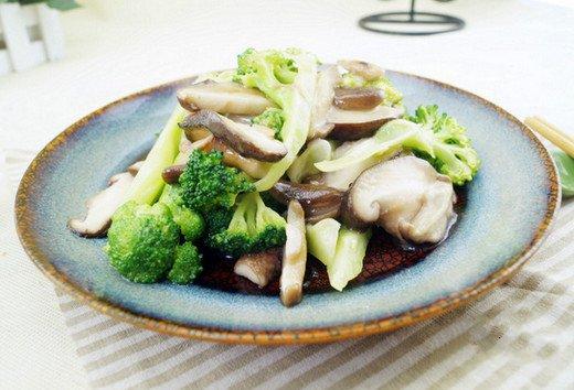 香菇炒西兰花的做法教你怎么做好吃图解