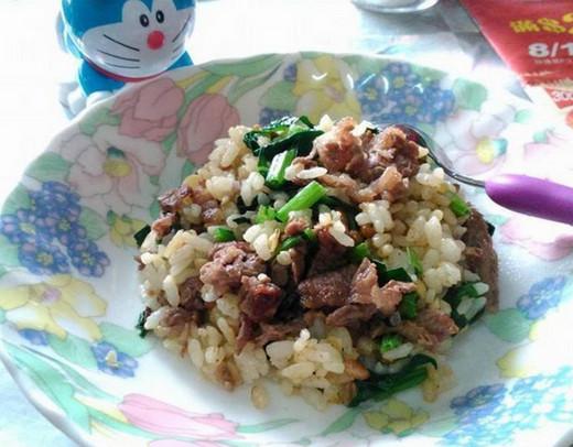 菠菜牛肉炒饭的做法_菠菜牛肉炒饭怎么做好吃图解