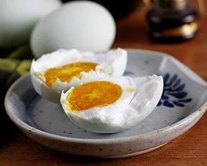 两种流油咸鸭蛋腌制方法