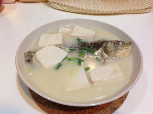 做鲫鱼汤用热水还是凉水好