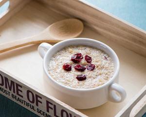 早晨喝一杯美肤排毒的圣品─黄金比例牛奶燕麦粥