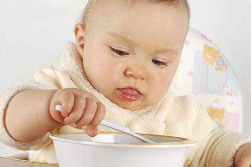 小孩吃花生过敏解决秘方:1岁前接触花生即可