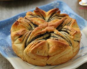 黑芝麻花样面包