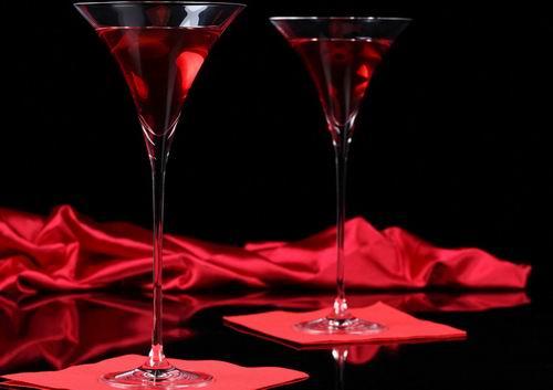 睡前适量喝红酒能改善睡眠