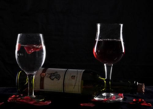 睡前过量喝红酒容易伤肝