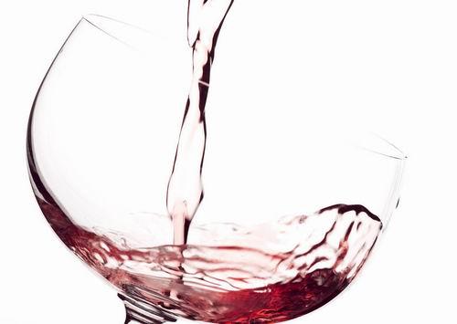 睡前适量喝红酒能够美容养颜