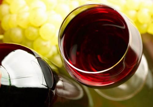 睡前过量喝红酒会使人长胖