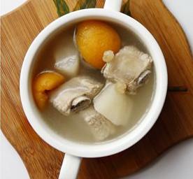 香梨枇杷排骨汤