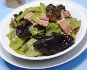 黑木耳炒扁豆