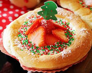 草莓嫩布丁面包(圣诞幸福甜点)