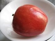 微波热苹果的做法步骤1