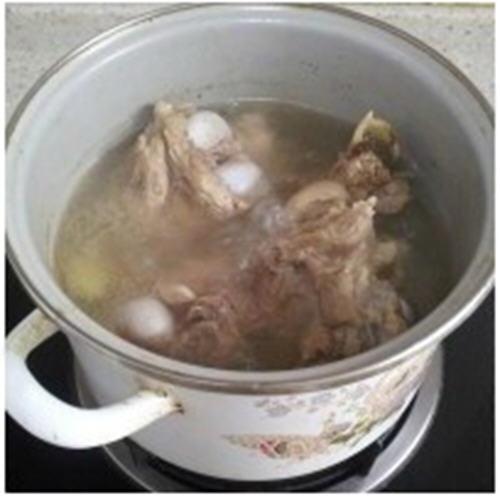时蔬大骨汤的菜品-熬做法营养的大骨汤手写美味新增图片