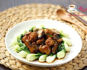 草菇焖鸡丸