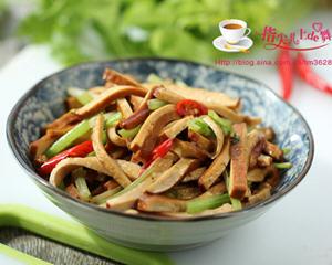 香干炒芹菜的做法_图解香干炒芹菜怎么做好吃