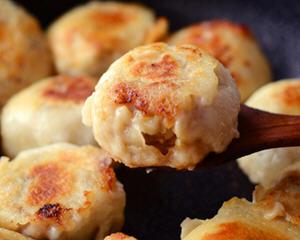 鸭肉香菇水煎包的做法_图解鸭肉香菇水煎包怎么做好吃