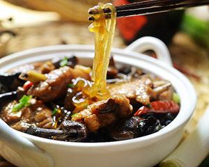 东北小鸡蘑菇炖粉条的做法_图解东北招牌菜小鸡蘑菇炖粉条怎么做好吃