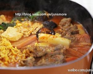 韩式部队火锅的做法_图解好吃的韩式部队火锅怎么做