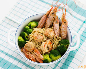 大虾焗伊面