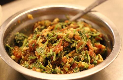 水饺馅的调制方法,怎样调出鲜嫩多汁的饺子馅