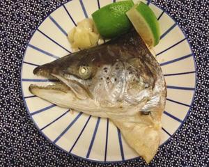 盐烤鲑鱼头