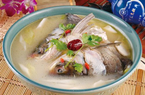 炖鱼头汤怎么去腥味
