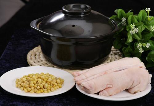 花生焖猪蹄,营养又好吃,软烂又入味