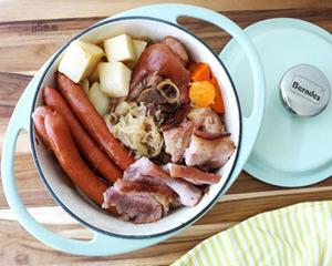 法式酸菜炖香肠猪脚锅