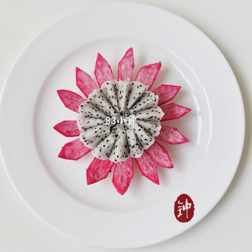火龙果莲花的做法 图解怎么样快手打造清雅的火龙果莲花 瘦身美食
