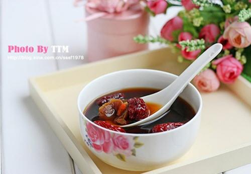 水和作用_红糖和红枣泡水作用与功效_红糖和红枣泡水喝有什么作用-聚餐网