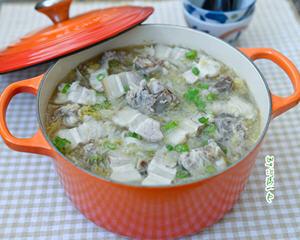 脊骨白肉炖酸菜