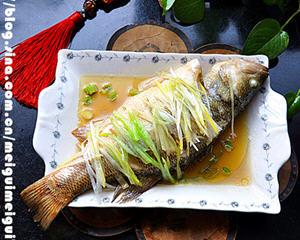 葱油鲈鱼的家常做法