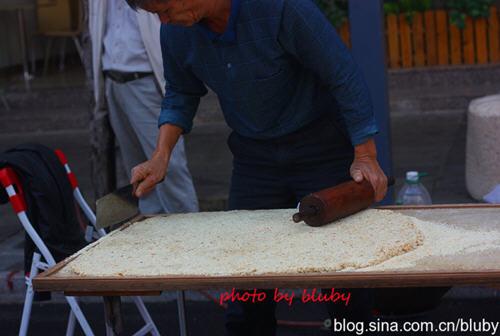 翻糖花生_传统手工花生芝麻糖的做法_图解好吃的传统手工花生芝麻糖怎么 ...
