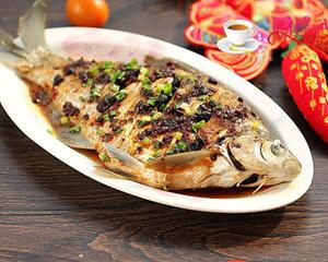 老干妈蒸鳊鱼的做法_图解好吃的老干妈蒸鳊鱼怎么做