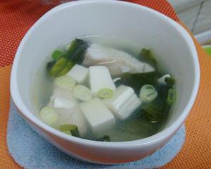 海带芽豆腐鲷鱼片汤