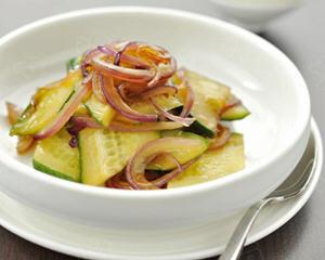 洋葱炒黄瓜的做法_图解洋葱炒黄瓜怎么做好吃