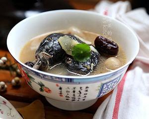 桂圆红枣乌鸡汤(养肾益气补虚劳)