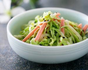 凉拌圆白菜丝的简单做法_图解最简单的凉拌圆白菜丝怎么做