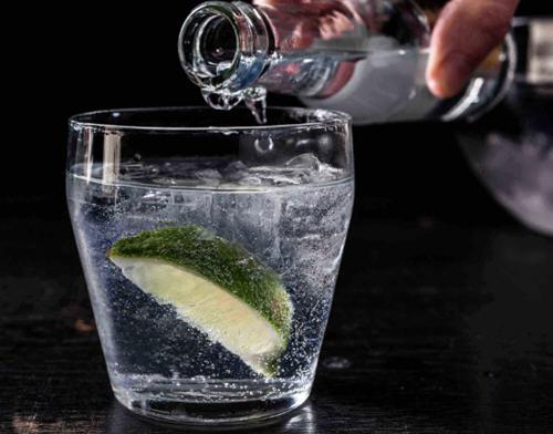 柠檬片泡水的功效与作用