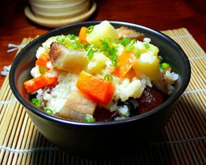 腊肉土豆焖饭电饭煲