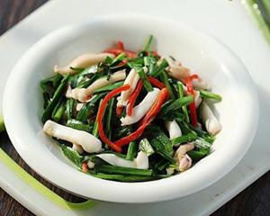 红椒韭菜鱿鱼须