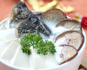 家常鱼头豆腐汤