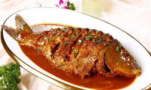 红烧鱼用哪种酱油好?在家做红烧鱼用生抽还是老抽好
