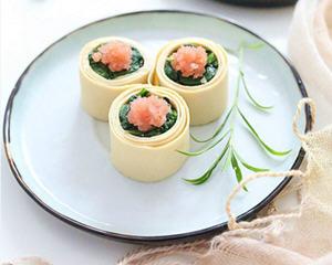 鱼子酱千张菠菜卷